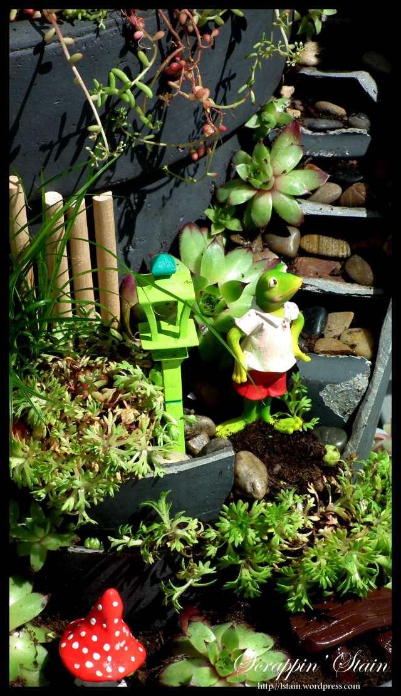 Broken Flowerpot - Frog Garden 6